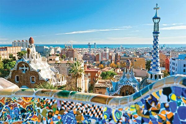 구엘 공원은 자연주의를 추구했던 가우디가 자연과의 조화를 고려해 만든 최고의 명작으로, 바르셀로나 도시 곳곳을 내려다볼 수 있다. 사진/ 트래블바이크뉴스 DB
